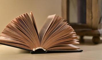 Donne tra i libri