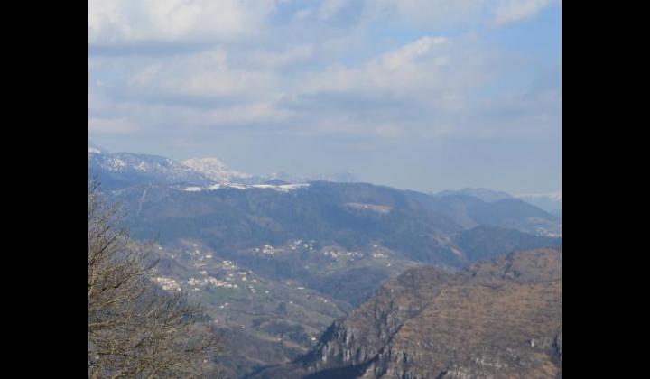Il paese di Marmentino e i Piani di Vaghezza mt. 1150