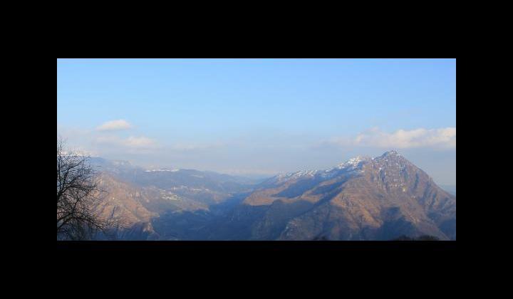 La Valle Sabbia, sullo sfondo il Monte Baldo mt. 2218 visto dalla loc. Cinesso