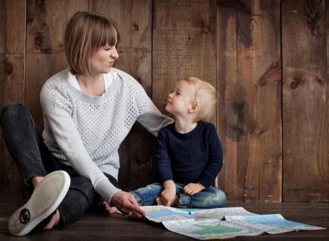 Incrocio di sguardi: Bambini dai 6 mesi ai 3 anni: l'importanza dei libri e della voce di Mamma e Papà
